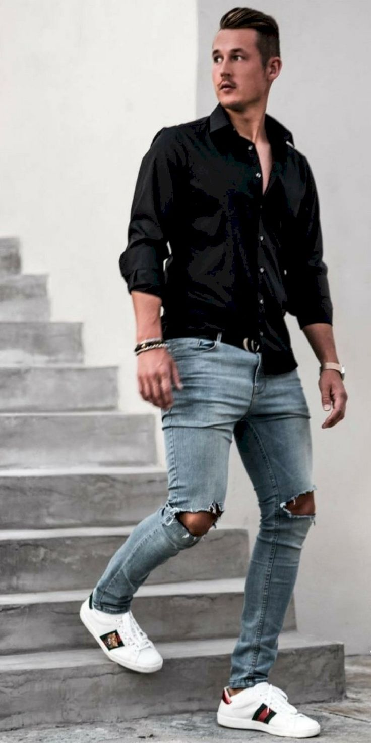 awesome 34 Stylish Ripped Jeans Outifts for Men https://attirepin.com/2017/12/25/34-stylish-ripped-jeans-outifts-men/