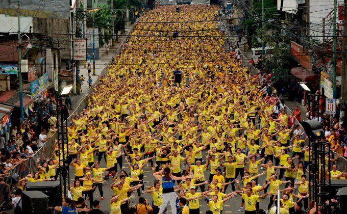 Самая масштабная фитнес-тренировка Zumba - 12 975 участников