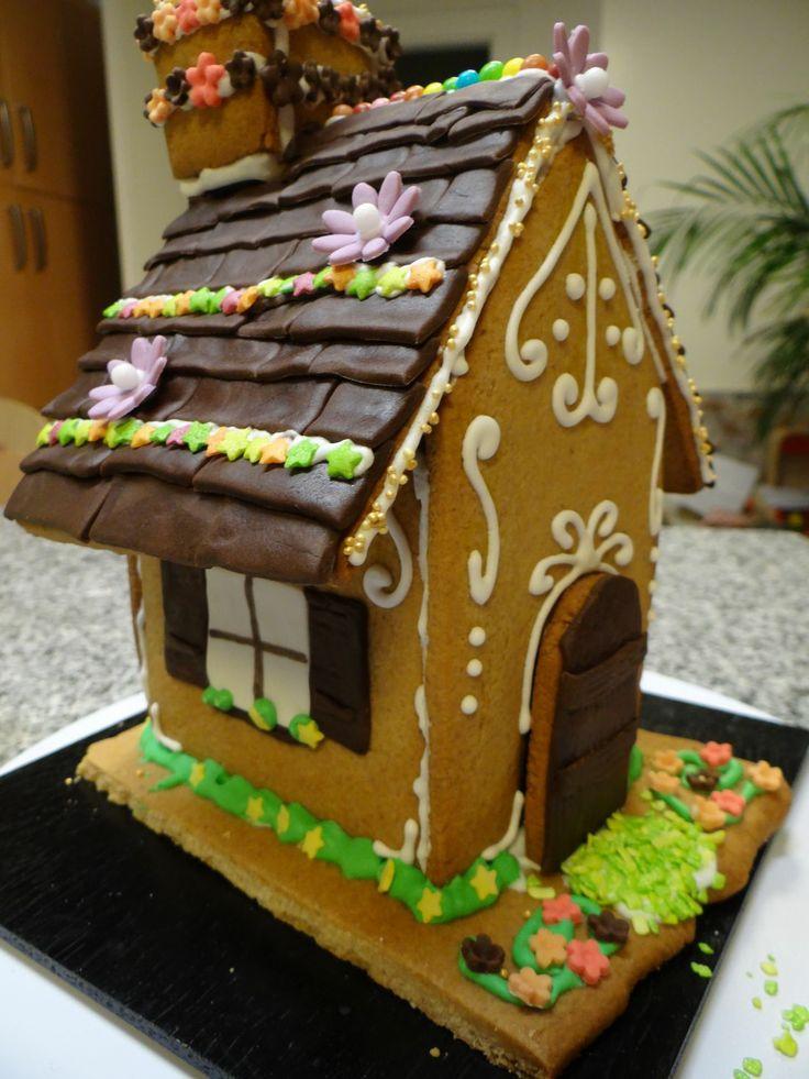 Maison de pain d'épices V. 1.1., template:  http://sweetopia.net/2011/12/video-making-a-gingerbread-house-free-printable-gingerbread-house-template/