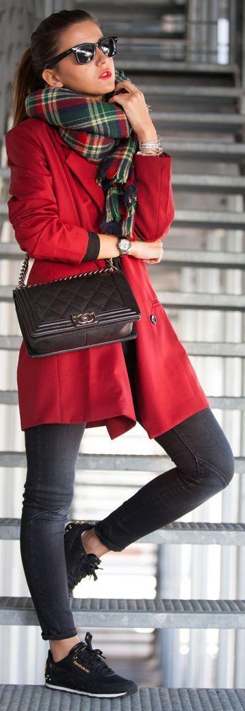 Minimal Chic Longline Wine Blazer + Plaid Scarf + Black Skinny Jeans / Lovely Pepa: