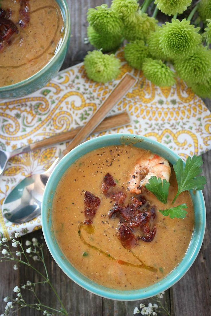 26. Creamy Cauliflower Shrimp Chowder #paleo #crockpot #recipes http://greatist.com/eat/paleo-crock-pot-recipes