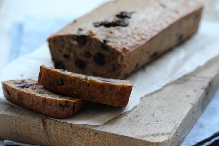 Op zoek naar een gezond tussendoortje? Maak dan eens deze bananencake met blauwe bessen (zonder suiker!)
