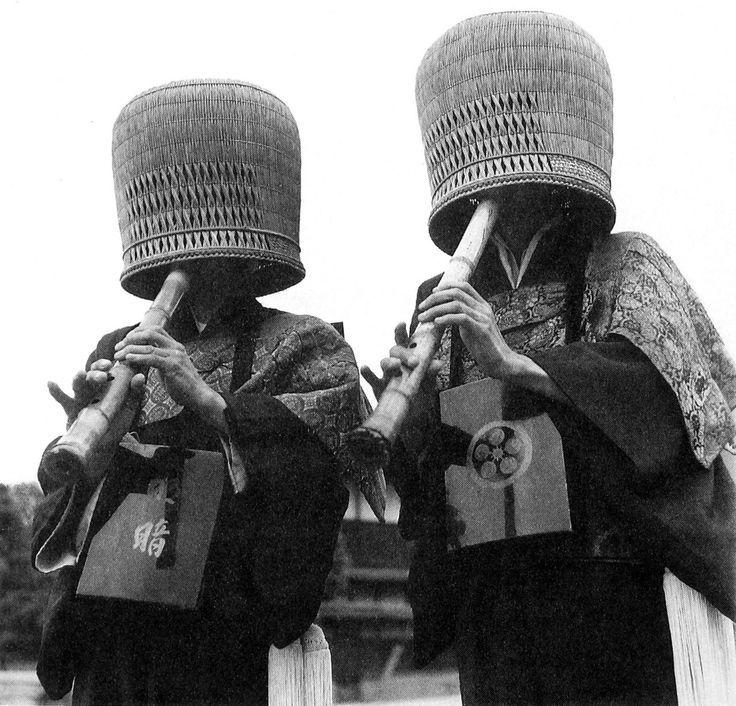 Японское слово «дзэн» происходит от китайского слова «чань», которое, в свою очередь, происходит от санскритского «дхьяна»,…