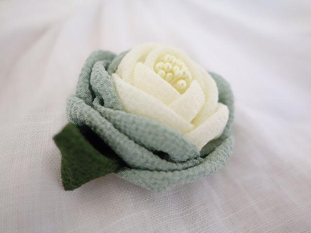 春のコサージュ&髪飾り*つまみ細工・若草*