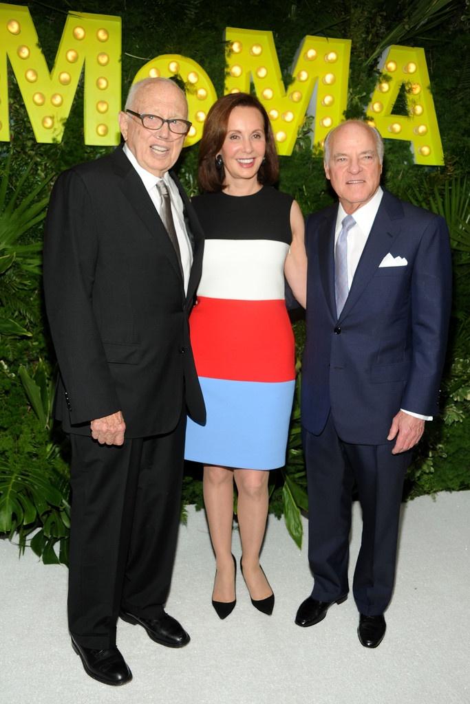 Ellsworth Kelly, Marie-Josee Kravis and Henry Kravis - 2013 MoMA Garden Party
