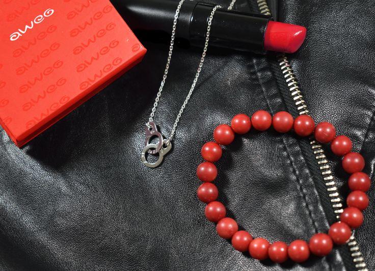 Nowa biżuteria srebrna z kajdankami.  #bizuteria #biżuteria #srebro #celebrytka #łańcuszek #bransoletka #szminka #jubiler #rock #style #jewelry #jewellery #silver #bracelet #fashion #forher #women #leather #red #pearls #musthave #black #lipstick #celebrities #awegBizuteria #uwolnijCharakter #obdarujBlaskiem