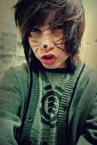 emo❤ so freakin cute (: