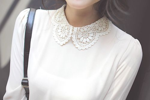 Peter-pan lace collar                                                                                                                                                     More
