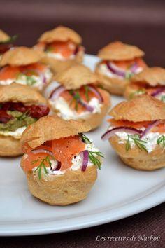 Petits choux salés au saumon fumé - Les recettes de Nathou! Choux puffs with smoked salmon.