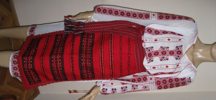 This is a traditional ladies costume from Wallachia (Southern Romania). These days it's a museum piece, the only item that remains in vogue is the top, known as 'ie'.