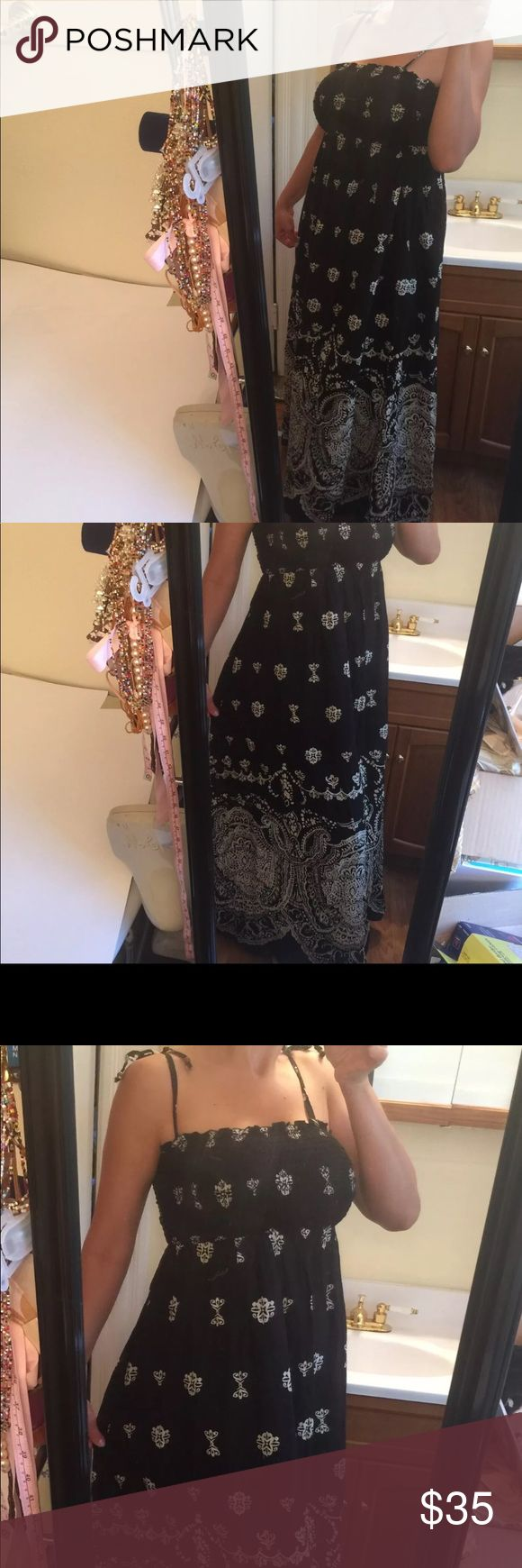 Gap maxi black and white dress S New GAP Maxi Dress S New . Gorgeous dress. Skirt has a full maxi black underskirt as shown on the pic. Stretchy tube top. Full coverage, don't need a bra . Original $99 GAP Dresses Maxi