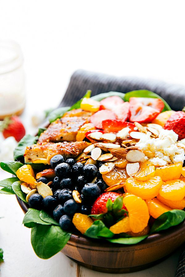 Almond, Berry, and Chicken Spinach Salad with a Delicious and Healthy Balsamic Dressing. Healthy and incredible salad!