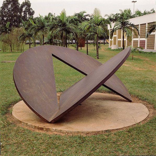 amilcar-de-castro-escultura-en-el-MAC-de-San-Pablo-Brasil.jpg (597×599):