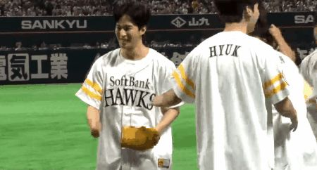 Hongbin success! VIXX Fukuoka SoftBank Hawks pitch