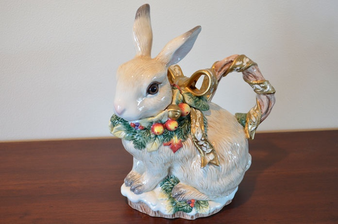 Fitz and Floyd bunny teapot. Another familiar bunny that's in my collection!