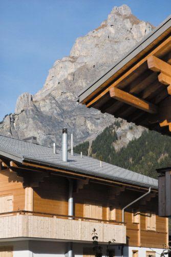Collective housing, Kandersteg (Switzerland) BY Allenbach + Trachsel Architekturbüro, Wengi b. Frutigen Installer  Peter Künzi AG, Ittigen, Copyright : Paul Kozlowski #Adeka #QuartzZinc #Switzerland #Architecture #CollectiveHousing #Zinc #VMZINC #Project #Roofing #Wood