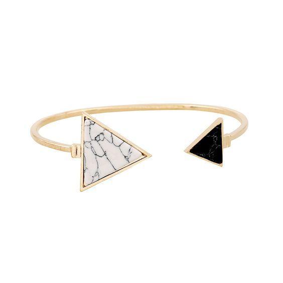 Bracelet tendance femme. Un bracelet fantaisie tendance 2017 . Bracelet réglable s'ajuste à tous les poignets.Ce bracelet tendancea tout ce qu'il lui faut pour devenir l'accessoire incontournable de la saison! Profitez de bracelet à prix mini! Emballage cadeau offert!