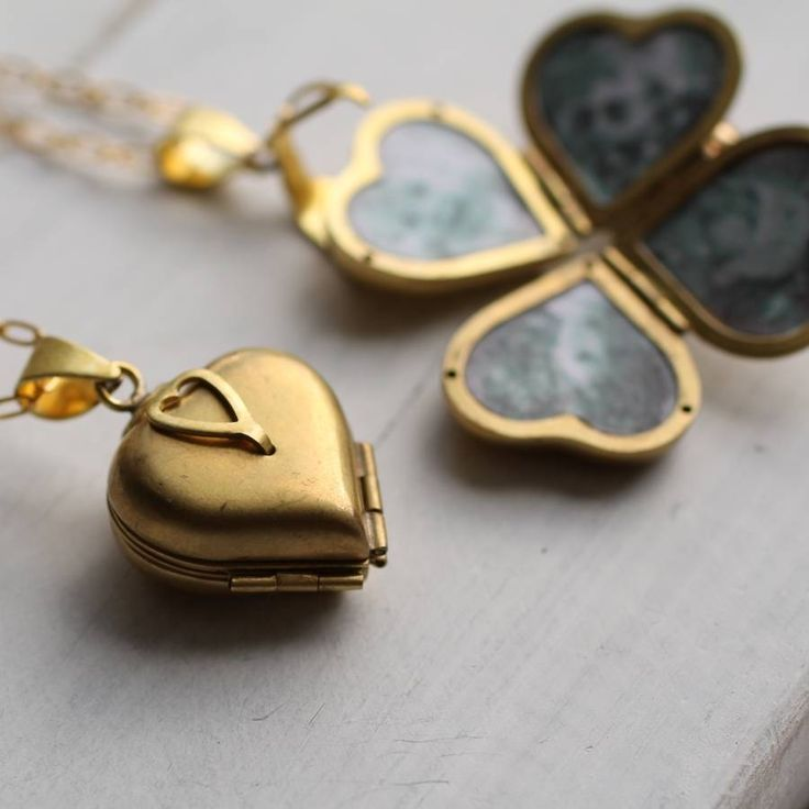 Cute locket that opens to make 4 hearts for pictures of kids or ??  Friends And Family Locket