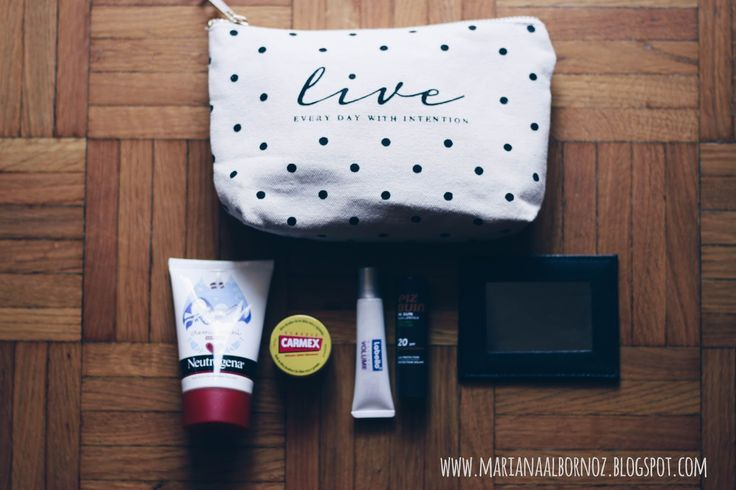 Mariana Albornoz Whats in my bag?