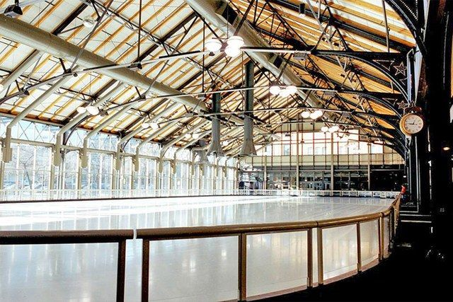The truss-roofed train shed of an 1899 railway station designed by Charles Sumner Frost now houses an indoor ice rink. Floor-to-ceiling window walls fill the space with light and allow skaters to admire the Minneapolis skyline. The historic Milwaukee Road Depot complex, now known simply as the Depot, also includes hotels, a restaurant, a bar, and an indoor water park.