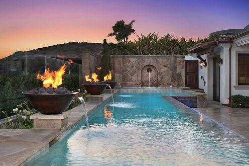 Dramatic glass wall with fire fountains <3 Laguna Beach Altamar Pool by jkoegel.