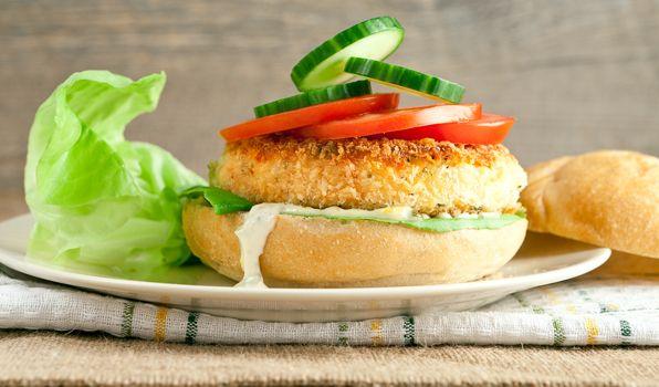 Crispy fish burgers with tartar sauce recipe yogurt for Fish burger recipe