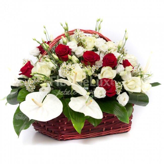 Cos deosebit cu lisianthus alb, trandafiri albi si rosii, anthurium alb lucios, wax flower proaspat si verdeata senzationala.