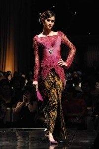 KEBAYA, TRADITIONAL INDONESIAN WOMEN CLOTHES