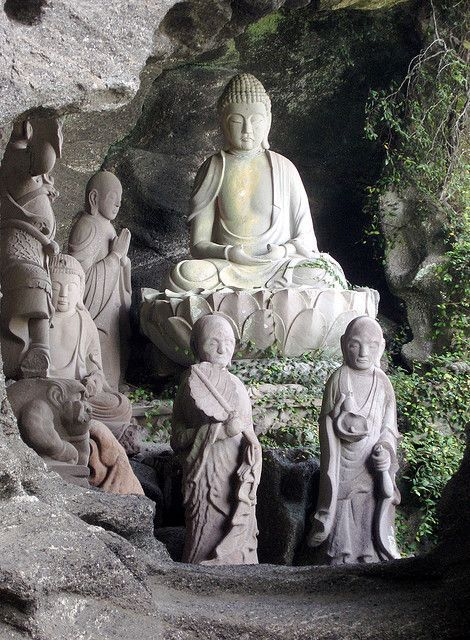 Buddha hidden in the cliffs (Nokogiriyama,Chiba,Japan)  ♥♥♥