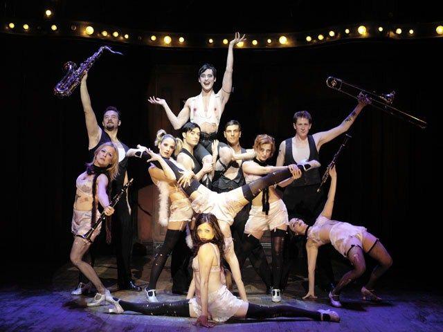 Cabaret és un musical de Joe Masteroff amb cançons de Fred Ebb i música de John Kander. La seva estrena a Broadway el 1966 ja la va convertir en un èxit. Està basat en l'obra de John Van Druten, I Am a Camera, de 1951.