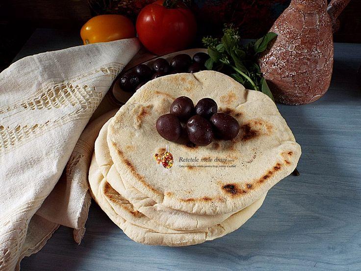 """ Ce faci acolo?"" ""Pita greceasca!"" "" E gata? Vreau si eu una! Hmm, crede-ma, e delicioasa!!!!"" Pur si simplu"
