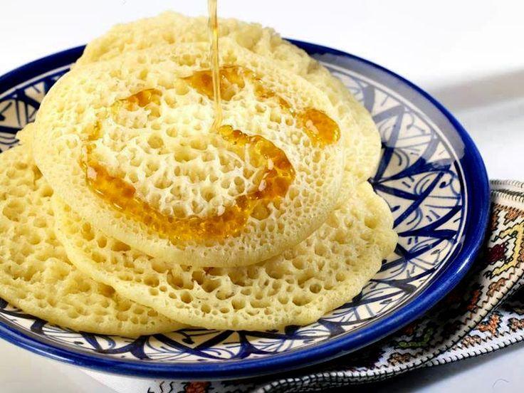 Recette de baghrir (crêpes mille trous) au Thermomix TM31 ou TM5. Préparez ce dessert en mode étape par étape comme sur votre robot !
