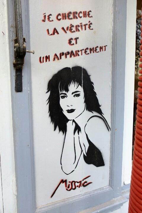 """Street art """"Je cherche la vérité et un appartement"""" (rue de la Butte aux Cailles, Paris 13ème, France) by Miss.Tic"""