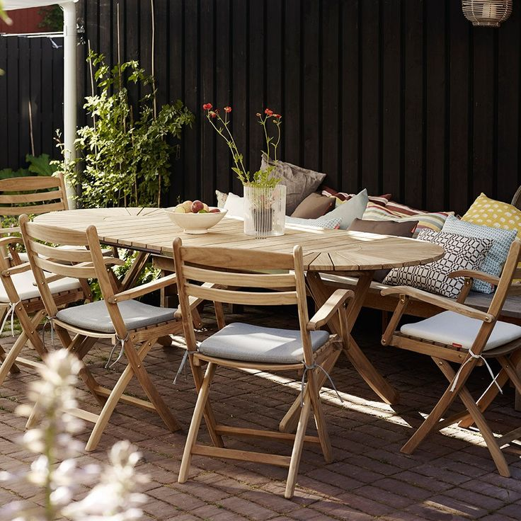 There'll always be room at your table for friends and family with the Skagerak Selandia Table.