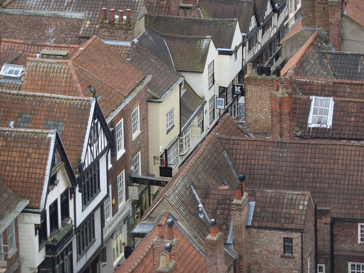 Narrow medieval lane, York