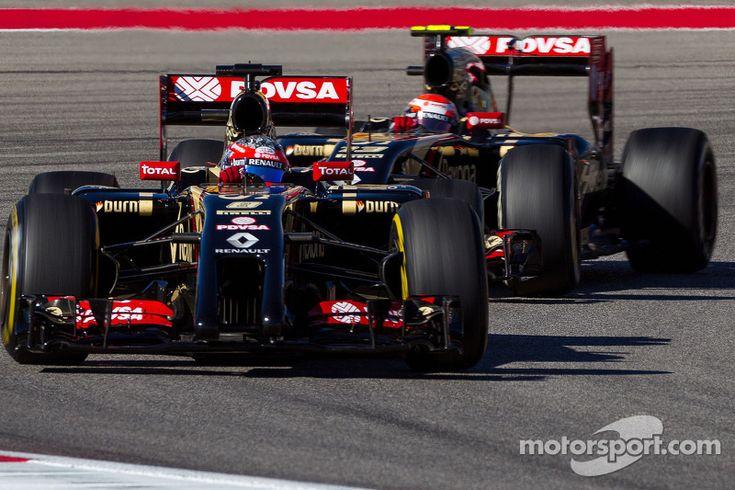 Romain Grosjean, Lotus F1 E22 leads team mate Pastor Maldonado, Lotus F1 E21