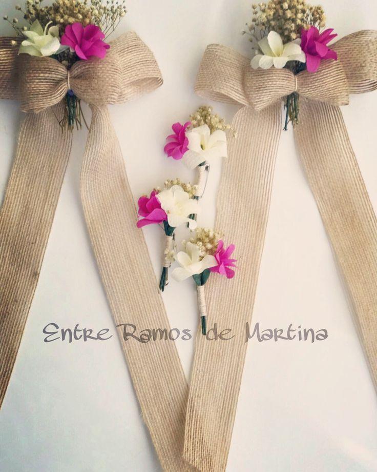 Lazos coche de novia y prendidos hechos con flores de papel