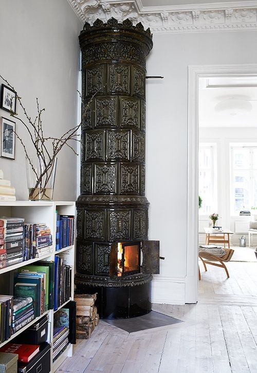 mörk kakelugn | swedish dark stove/fireplace
