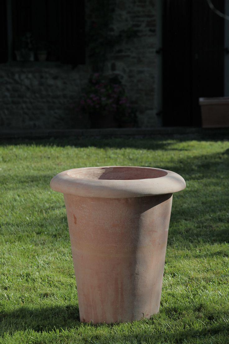 """Pot """"camelia"""" / Vaso camelia #terracotta #Tuscany #handmade #vase #pot #wall #vaso #camelia #made_in_italy #fatto_a_mano"""