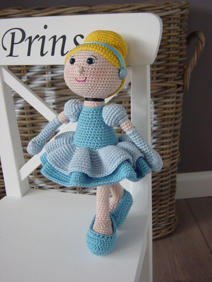 Cinderella crochet pattern by DutchDollDesign on Etsy https://www.etsy.com/listing/206849737/cinderella-crochet-pattern