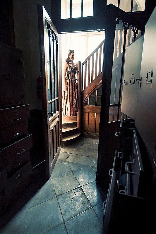 Il gotico, tensione tra bellezza e degrado urbano. Photo by Eva Van Oosten.