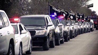 ISIS exhibe su poder en Libia: desfile de tropas en Benghazi, con el ojo puesto en Europa. La filial terrorista en la región, Ansar al Sharia, desplegó su equipamiento por la ciudad en la que asesinaron al embajador norteamericano en 2012. - See more at: http://multienlaces.com/isis-exhibe-su-poder-en-libia-desfile-de-tropas-en-benghazi-con-el-ojo-puesto-en-europa/#sthash.abDxdQTw.dpuf