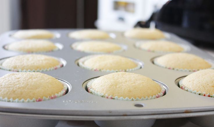 Golden, wonderful, tasty and rich Vanilla Cupcakes, the best Vanilla Cupcakes