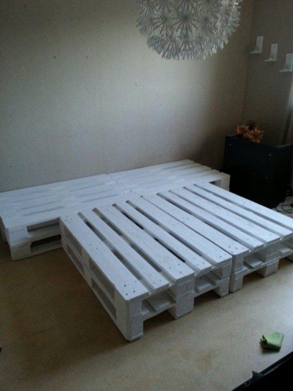 Got 10 pallets for free and wondered what to do with them. I've already done a balcony lounge.So, we measured and discovered that they matched our matress perfect. So we discussed wheter we should s