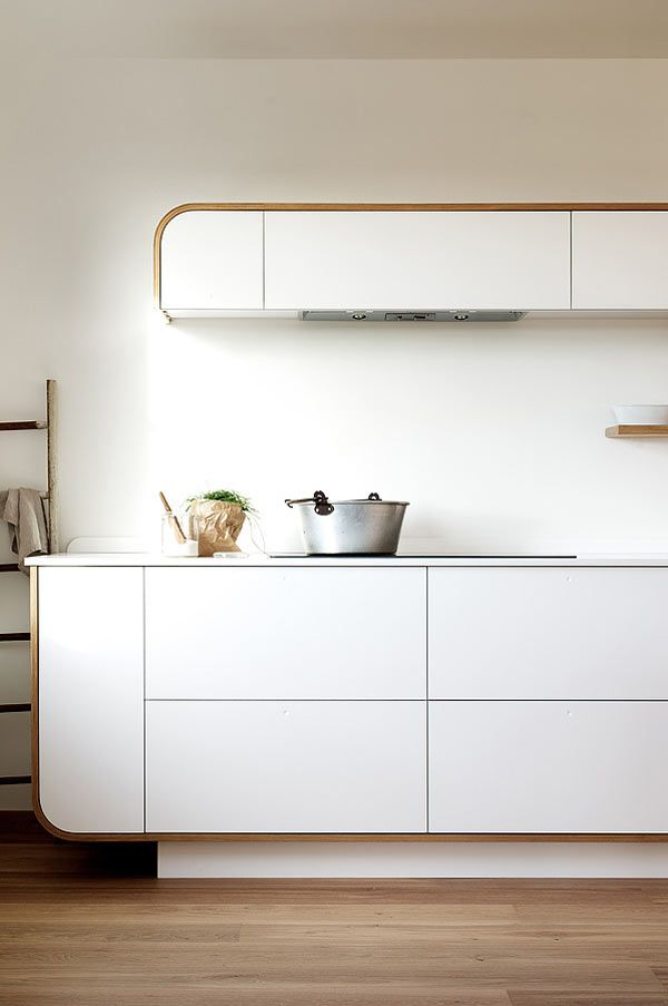 UK-based kitchen manufacturers deVOL have launched an exclusive line of retro contemporary kitchens that were inspired by vintage auto construction, hulls of boats, and an Airstream caravan. http://design-milk.com/air-kitchen-retro-contemporary-kitchen-designs/