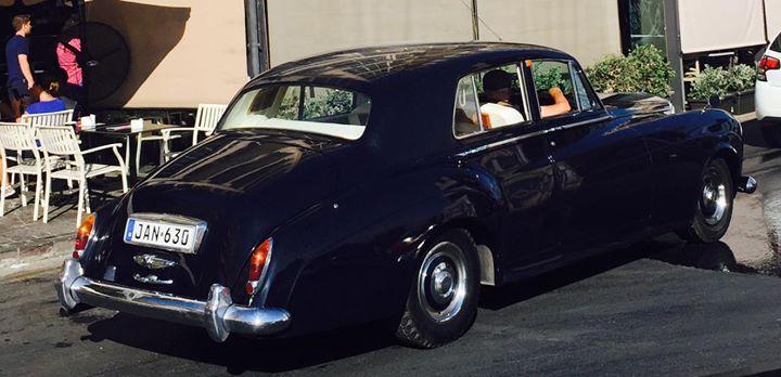 Роскошный  джаз из роскошной ретро Машины. Восхитил старый перец!