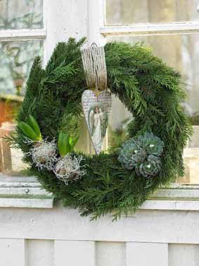 modern winter wreath