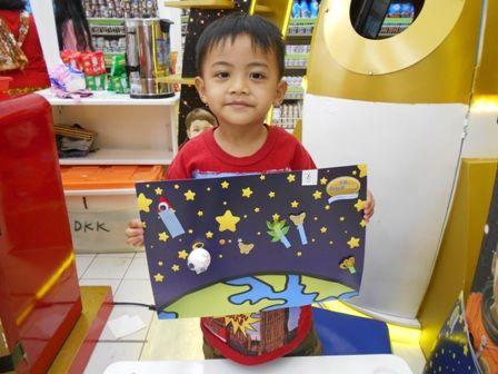 Kreasi Space Sketcher si kecil bersama Galeri Akal di zona S-26 Procal Gold Space Trip #galeriakal Untuk berbagi ide dan kreasi seru si Kecil lainnya, yuk kunjungi website Galeri Akal di www.galeriakal.com Mam!