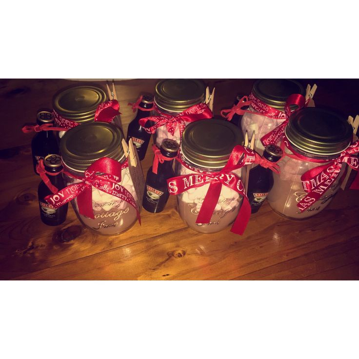 Baileys hot chocolate jars. DIY Christmas gifts for co-workers