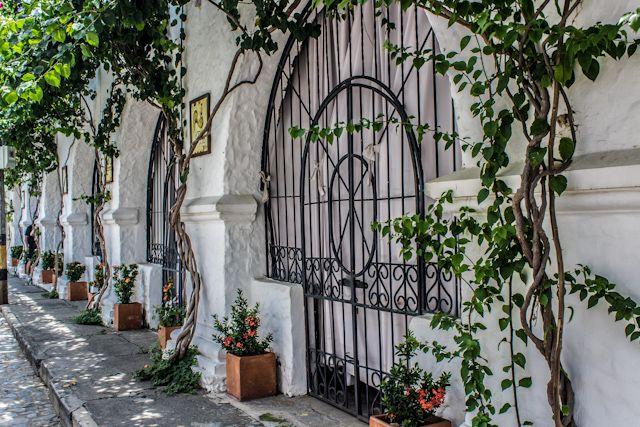 Casas encaladas y rejas en Santa Fe de Antioquia, recuerdos andaluces en Colombia
